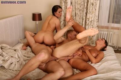 Amature girls eating pussy orgy