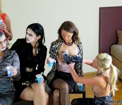 Nice Babes Start Rubbing Their Faces and Hot Outfits Down