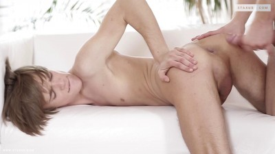 Noah Matous's Ass Takes On A Top-Notch Stretch and Creaming!