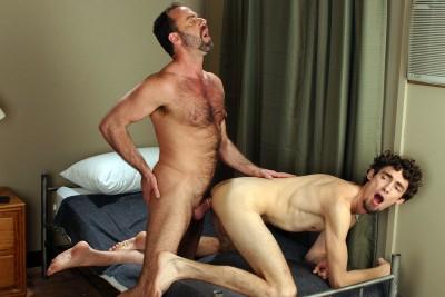Dodger Wolf fucks Keith Hunter's ass (1080p)