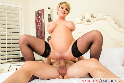 Dee Williams - Milf with big tits is better! (2017)