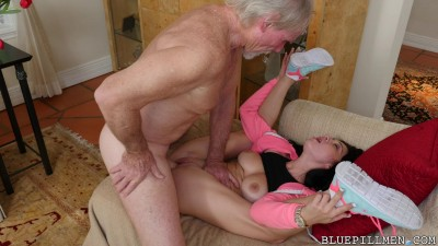 Crystal Rae - Old Dude Fucking Beautiful Lady (2017)