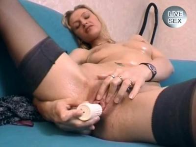 Home masturbation of a whore